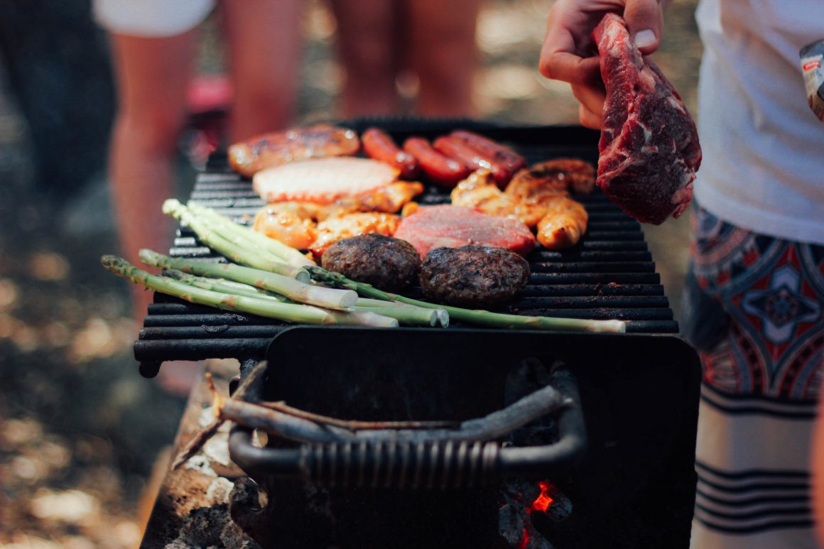 Kiwi barbecue with asparagus meat and sausages