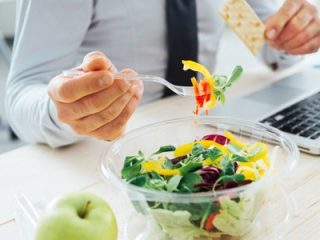 Worker eating a healthy salad for lunch